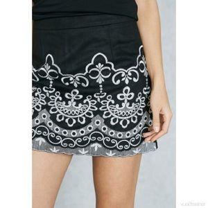 Forever 21 embroidered mini skirt EUC M